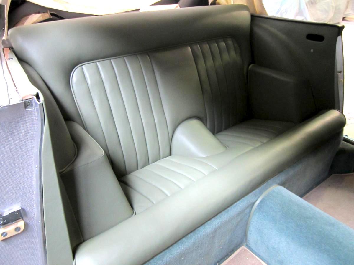 Rénovation banquette arrière cuir Aston Martin DB4