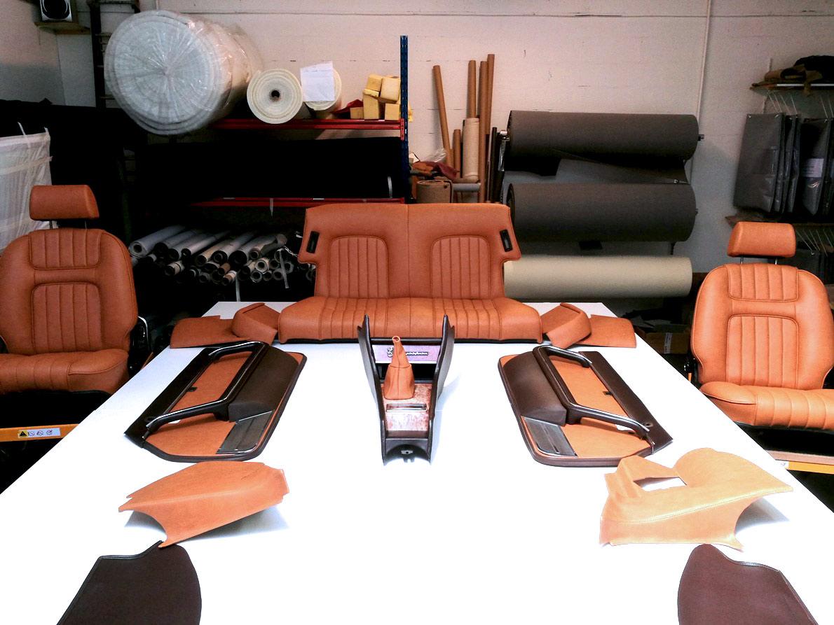 Intérieur 504 cabriolet rénovée en simili