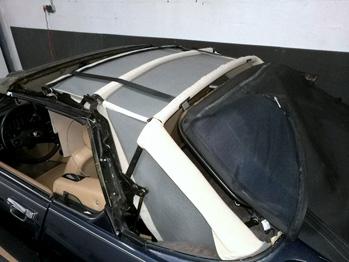 Remplacement du ciel de toit Jaguar XJS Cabriolet pendant travaux rc sellerie