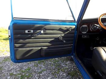 Rénovation panneau de porte cuir Austin Mini RC Sellerie