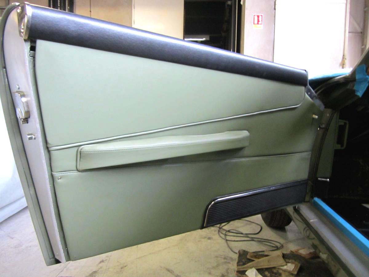 Rénovation panneaux de portes cuir Aston Martin DB4
