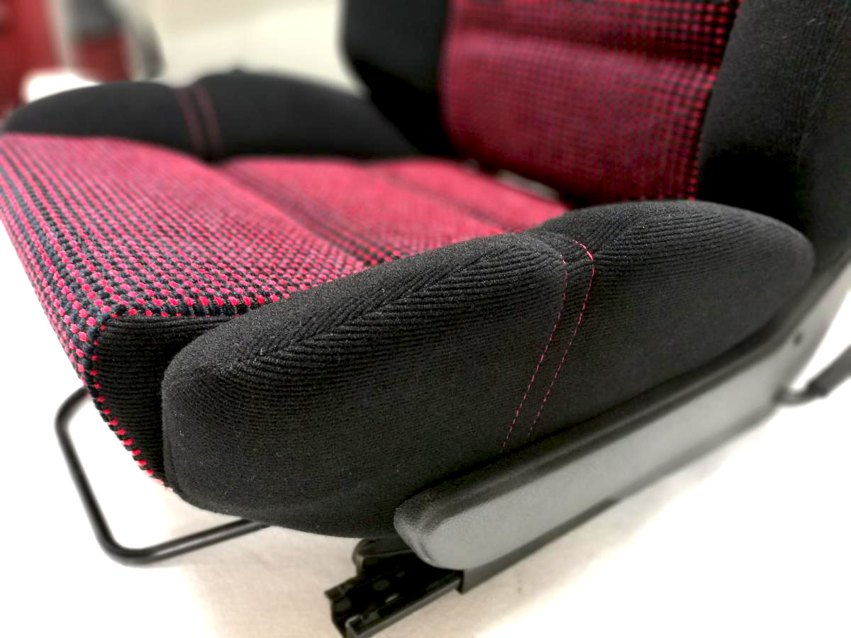 Rénovation siège tissu Peugeot 205 GTI Quartet