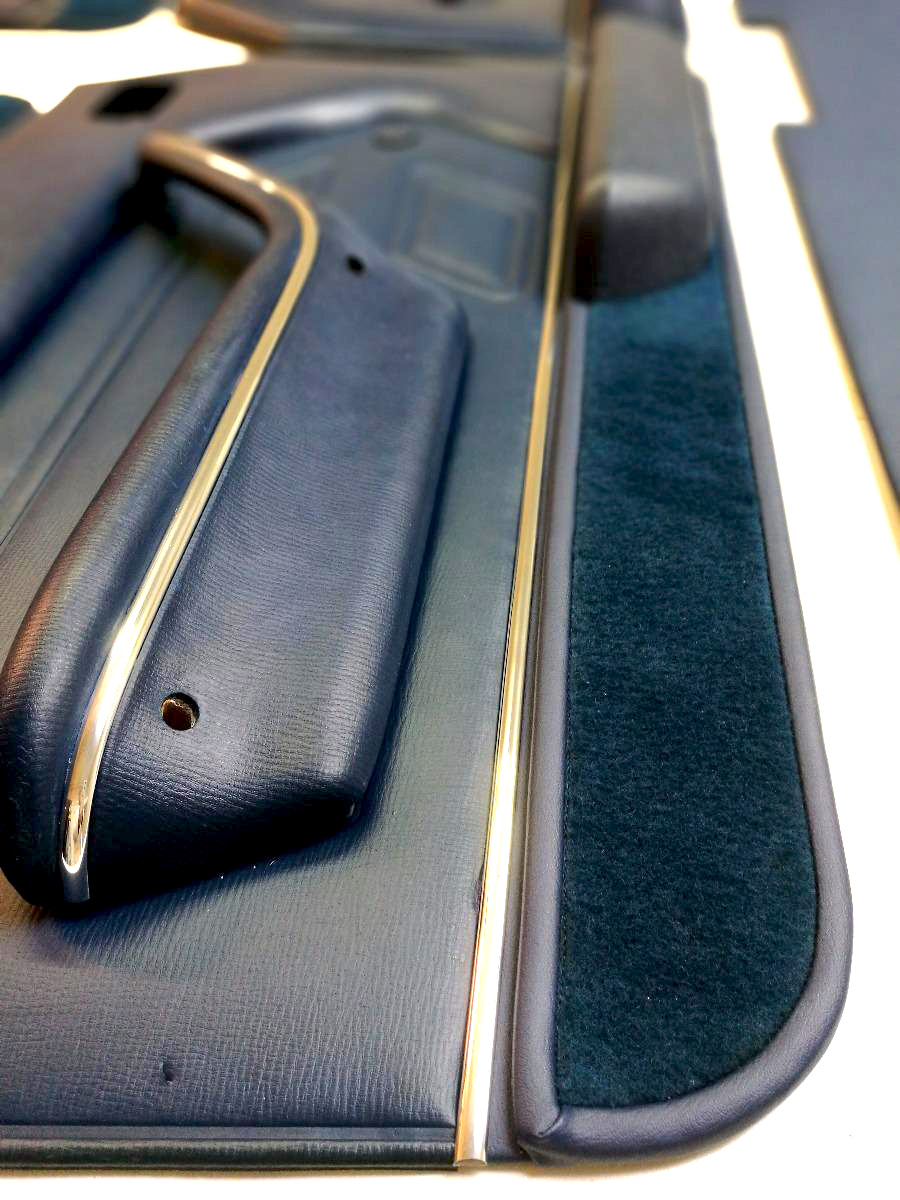 Réparation panneau de porte Peugeot 504