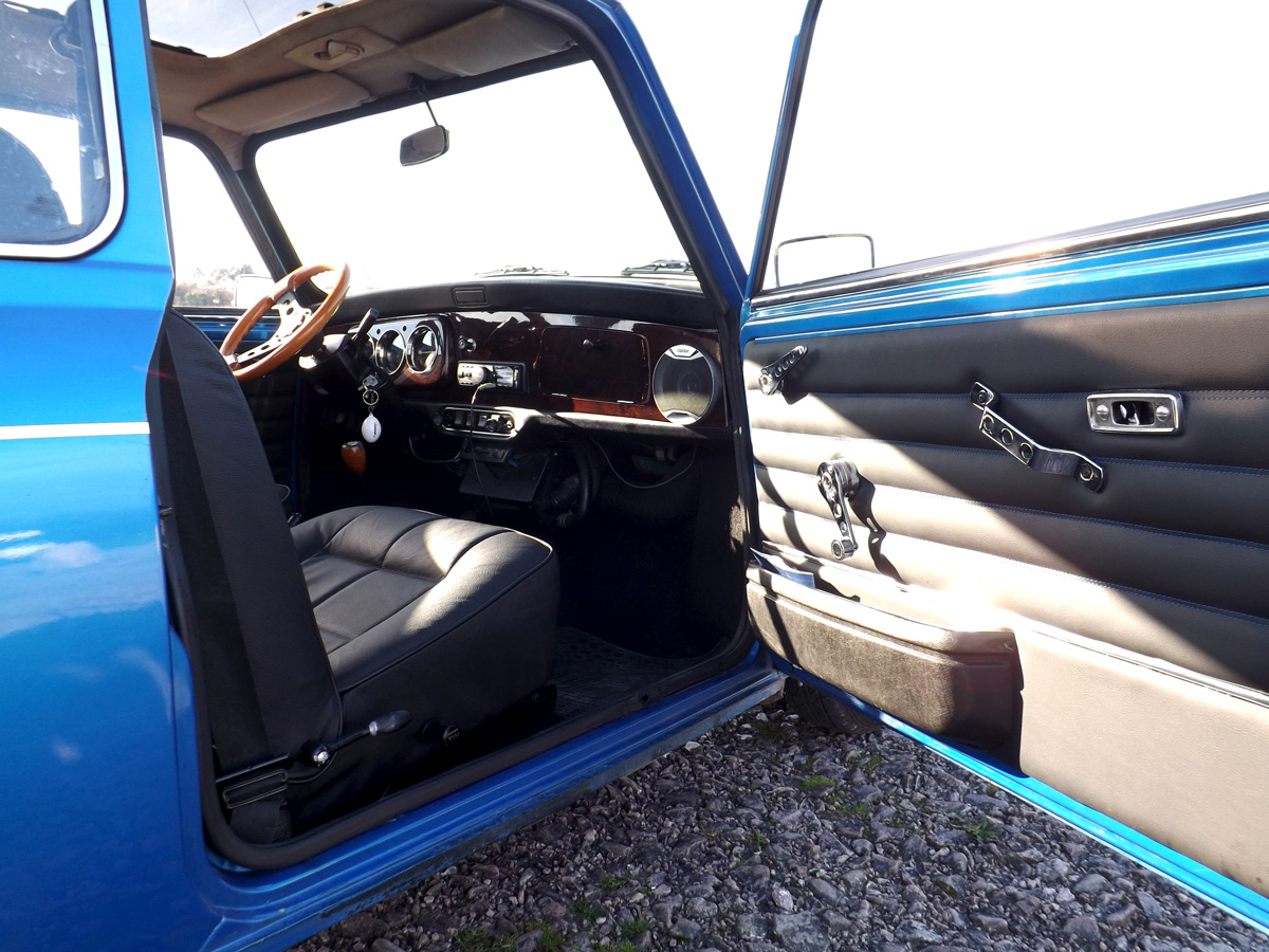 Rénovation sellerie cuir Austin Mini