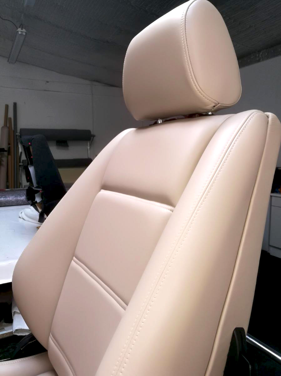 Siège cuir beige rénové BMW E30 RC Sellerie