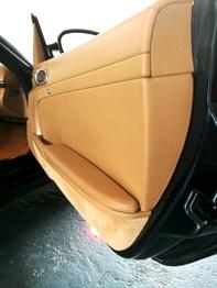 Panneau de porte nettoyé et traité Porsche Boxster RC Sellerie