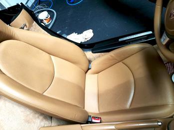 Siège cuir à moitié nettoyé Porsche Boxster RC Sellerie