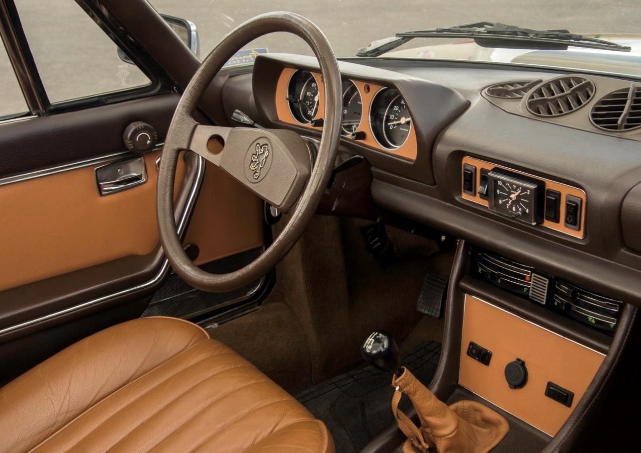 Gainage cuir portes combiné et décors console Cabriolet 504