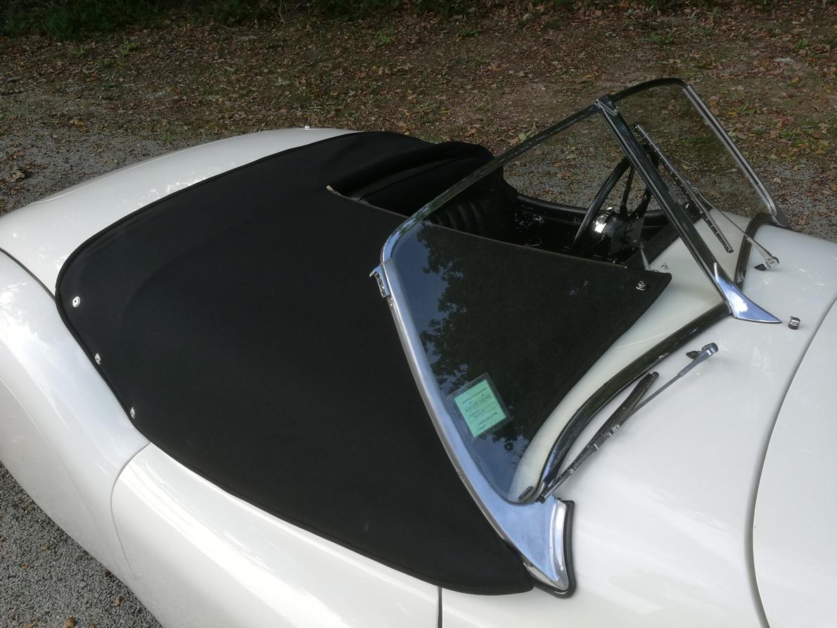 Réalisation d'un couvre tonneau Jaguar XK 120