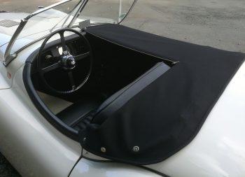 Réalisation d'un couvre tonneau Jaguar XK 120 RC Sellerie