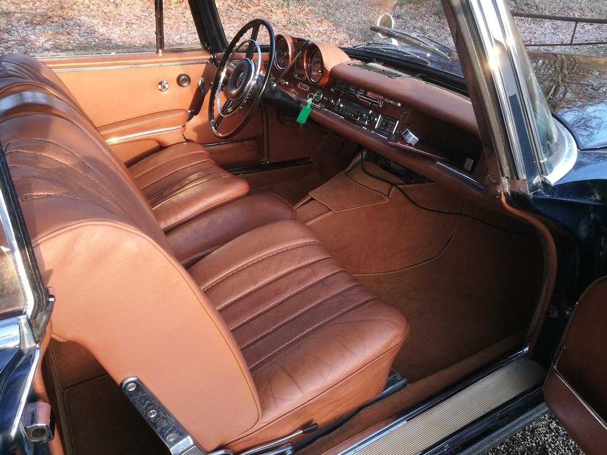 Intérieur cuir réparé Mercedes W111 cabriolet
