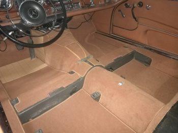 Mercedes W111 Cabriolet Renouvellement des moquettes RC Sellerie