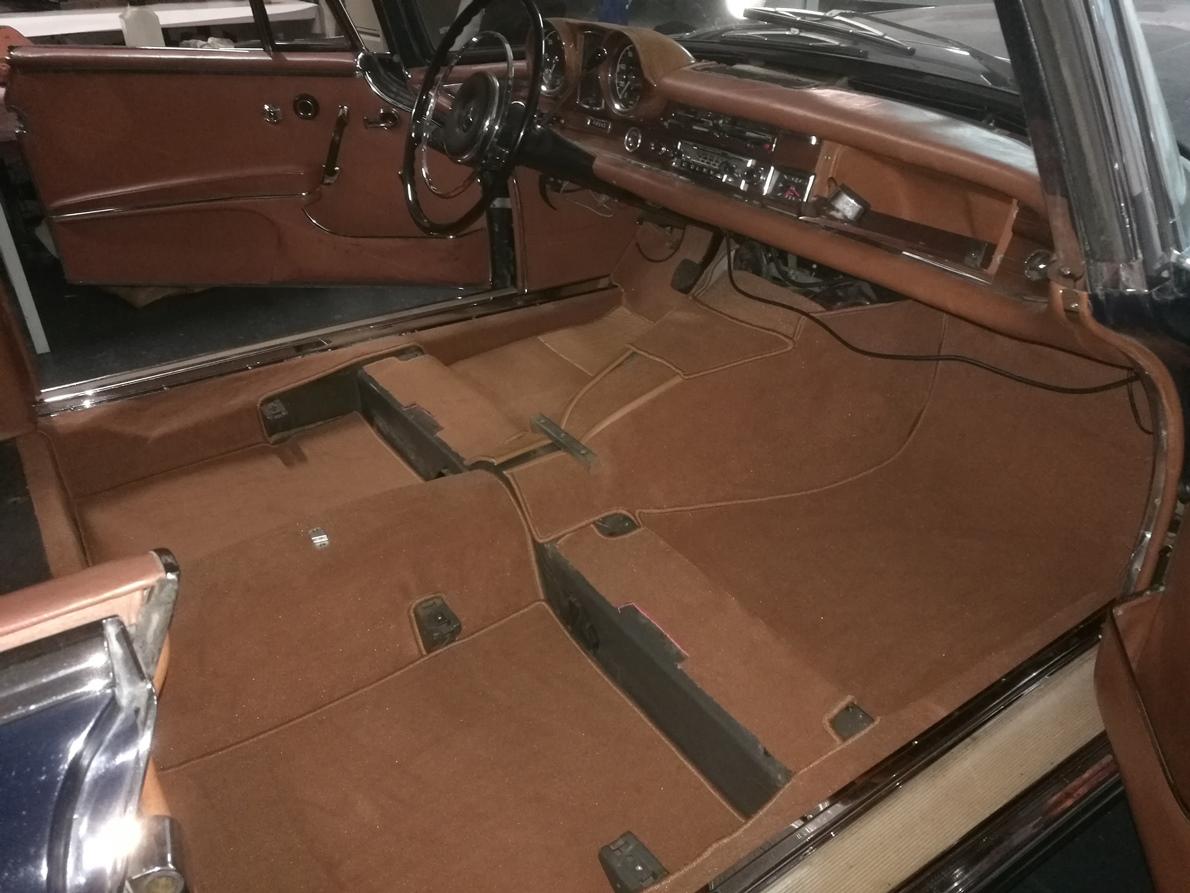 Mercedes W111 Cabriolet Renouvellement des moquettes