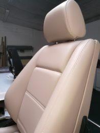 Siège en cuir beige rénové E30 RC Sellerie