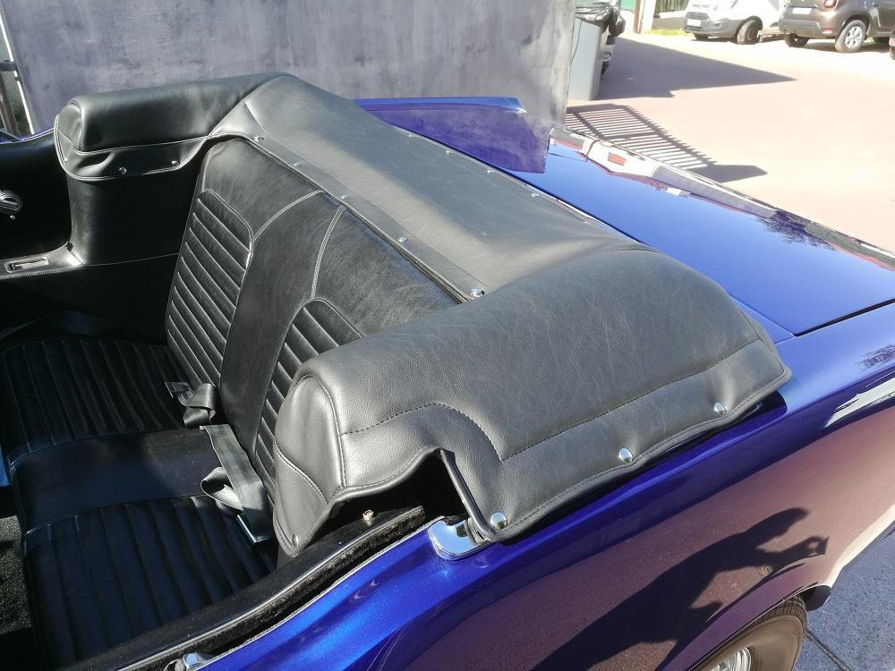Réalisation d'un couvre capote en simili sur Ford Mustang
