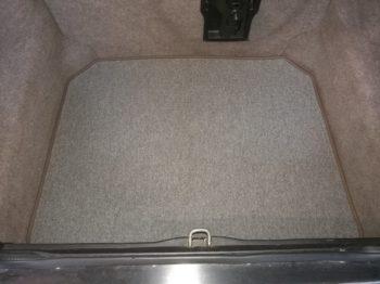 Réalisation d'un tapis de coffre sur Jaguar XJ40 par RC Sellerie RC Sellerie
