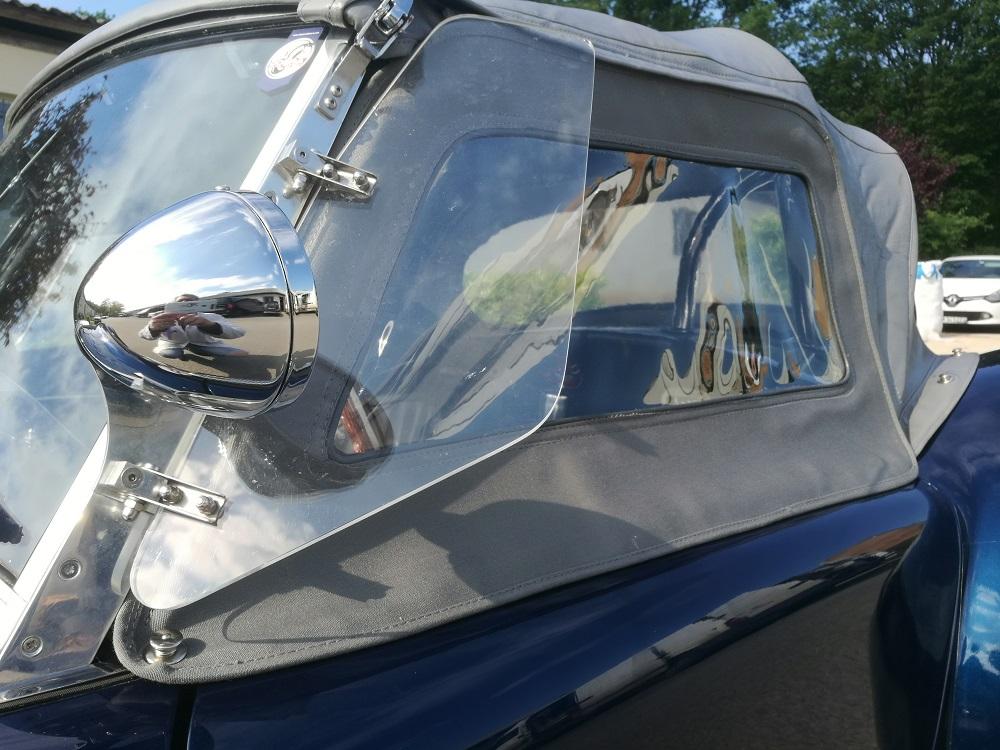 Aménagement des vitrages latéraux d'une Capote d'AC Cobra