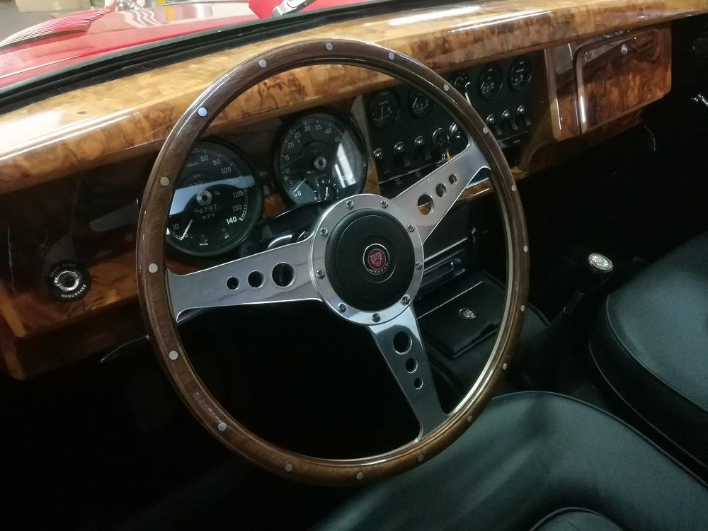 Tableau de bord en ronce de noyer Jaguar MK2