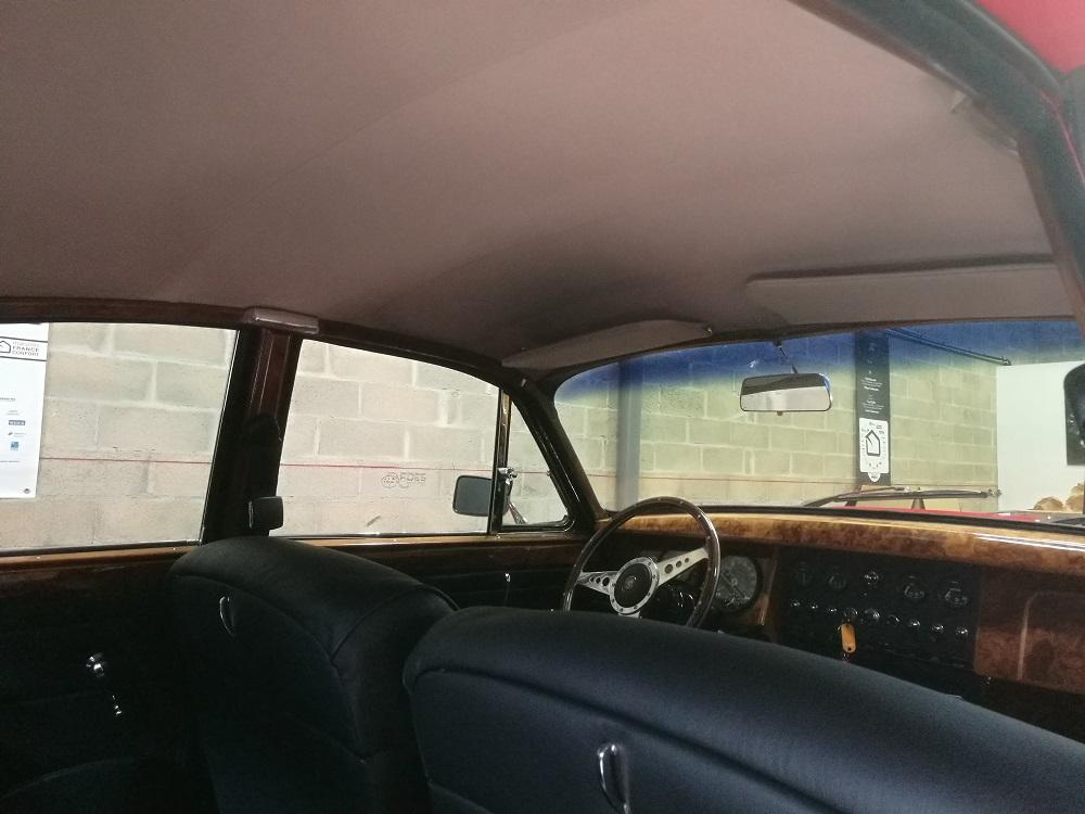 Remplacement du ciel de toit en laine sur Jaguar MK2