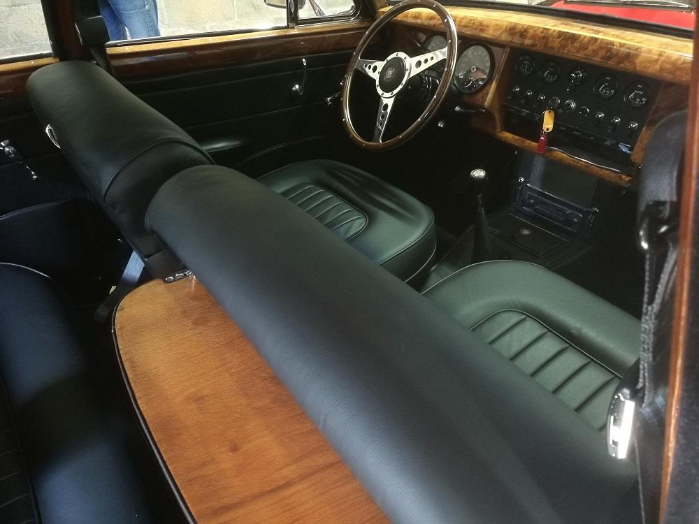 Rénovation sellerie cuir jaguar MK2 avec tablettes pic-nic