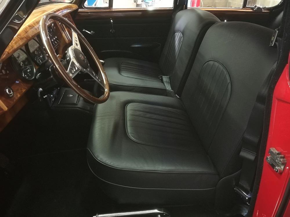 Rénovation sellerie cuir jaguar MK2