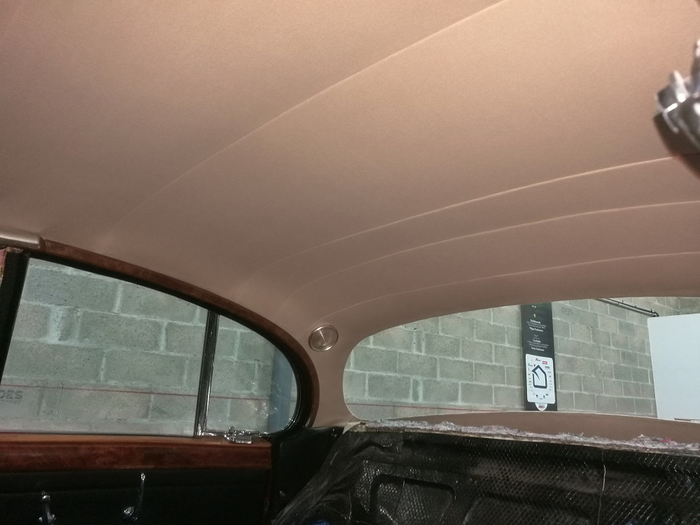 Renouvellement du tissu de ciel de toit en laine sur MK2