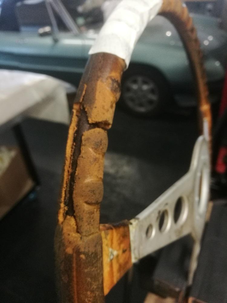 Etat du volant cuir avant rénovation