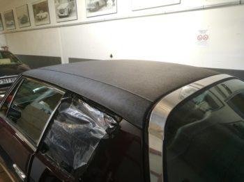 Nouvel encollage du vinyle de toit sur Jensen Interceptor II RC Sellerie