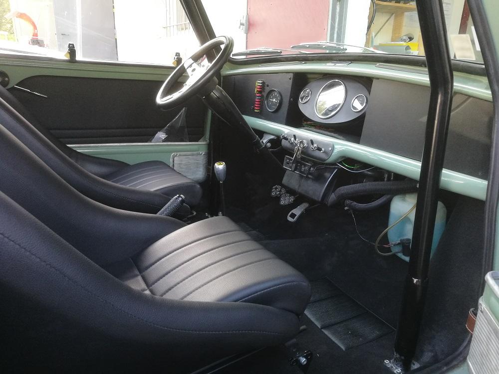 Personnalisation de l'intérieur de cette Mini Cooper S MK2