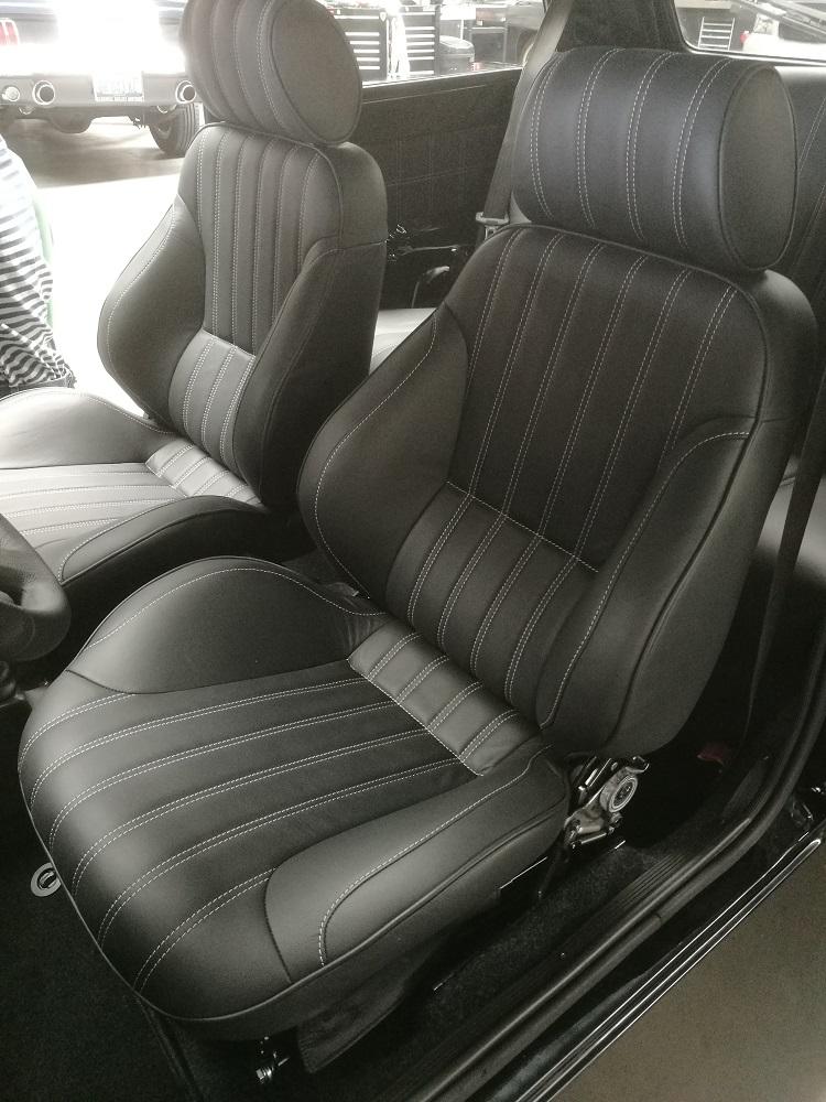 Réalisation sellerie en cuir Fiat Panda sur base siège Ford Mustang
