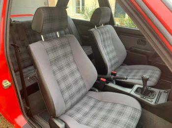 BMW E30 318 IS : Renouvellement des coiffes en tissu écossais d'origine après travaux RC Sellerie