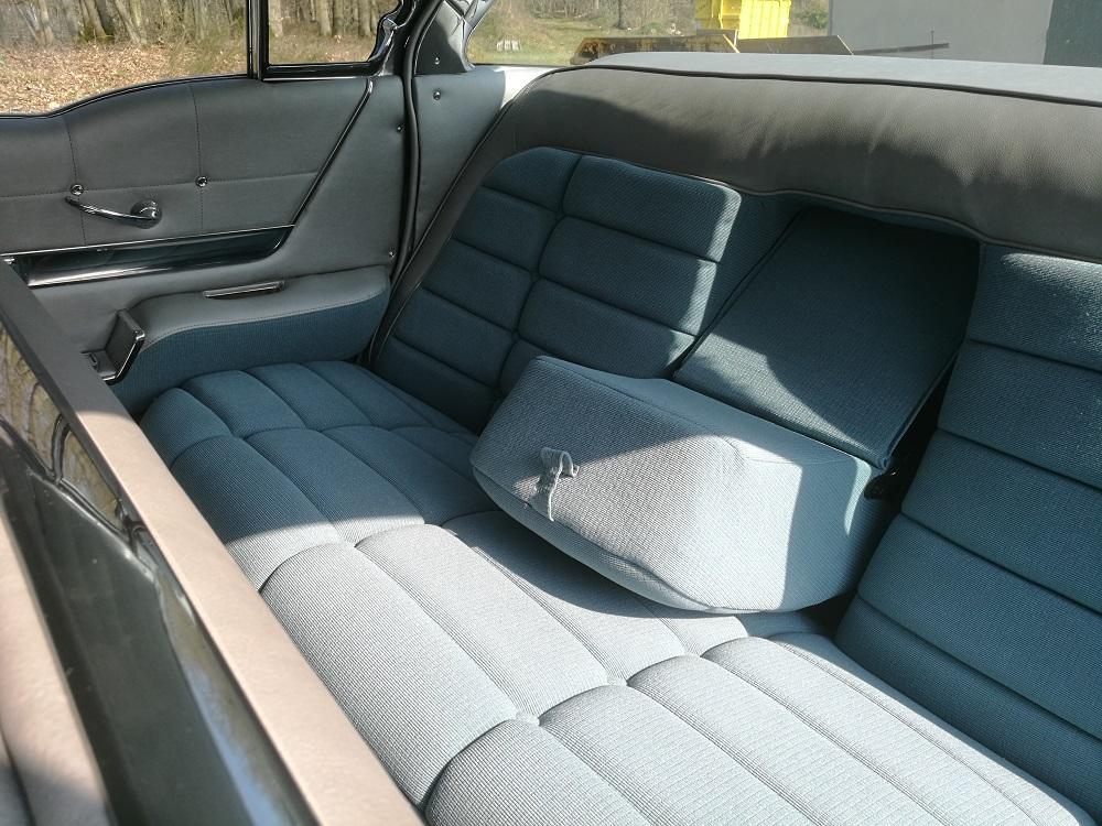 Banquette arrière Buick 1958 en tissu et simili rénovée par RC Sellerie