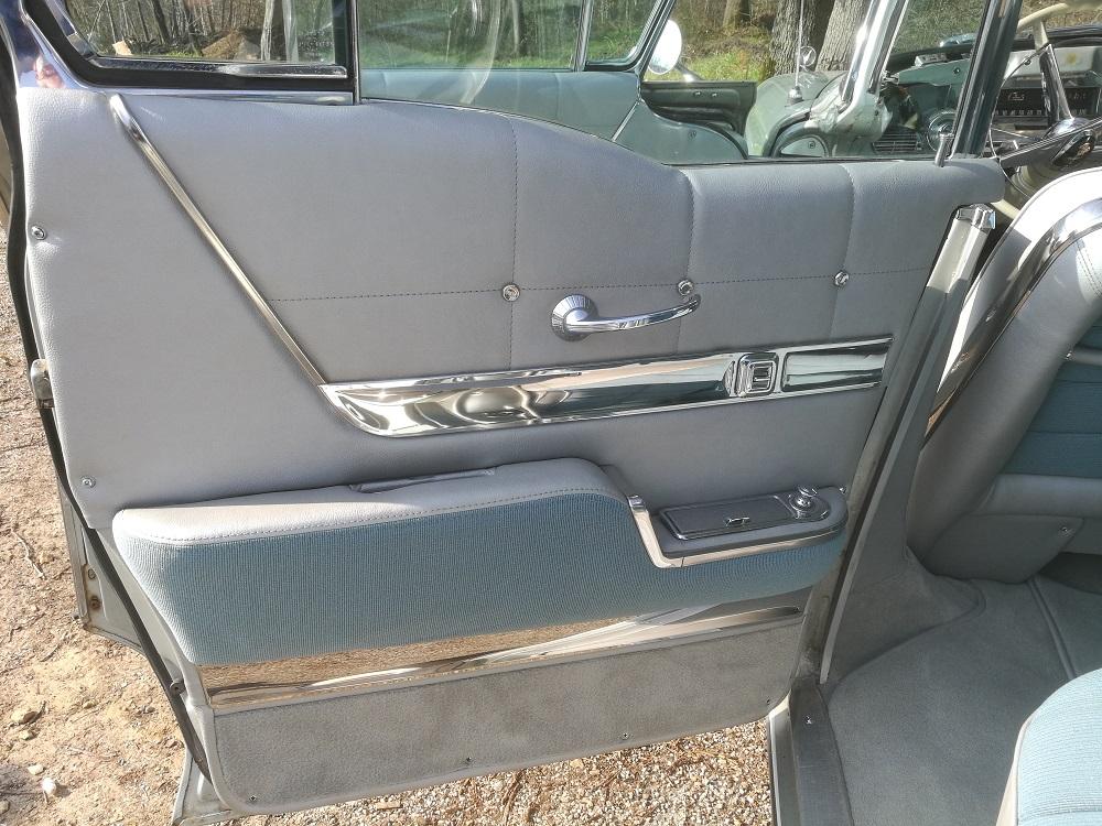 Panneau de porte arrière Buick 1958 rénové par RC sellerie