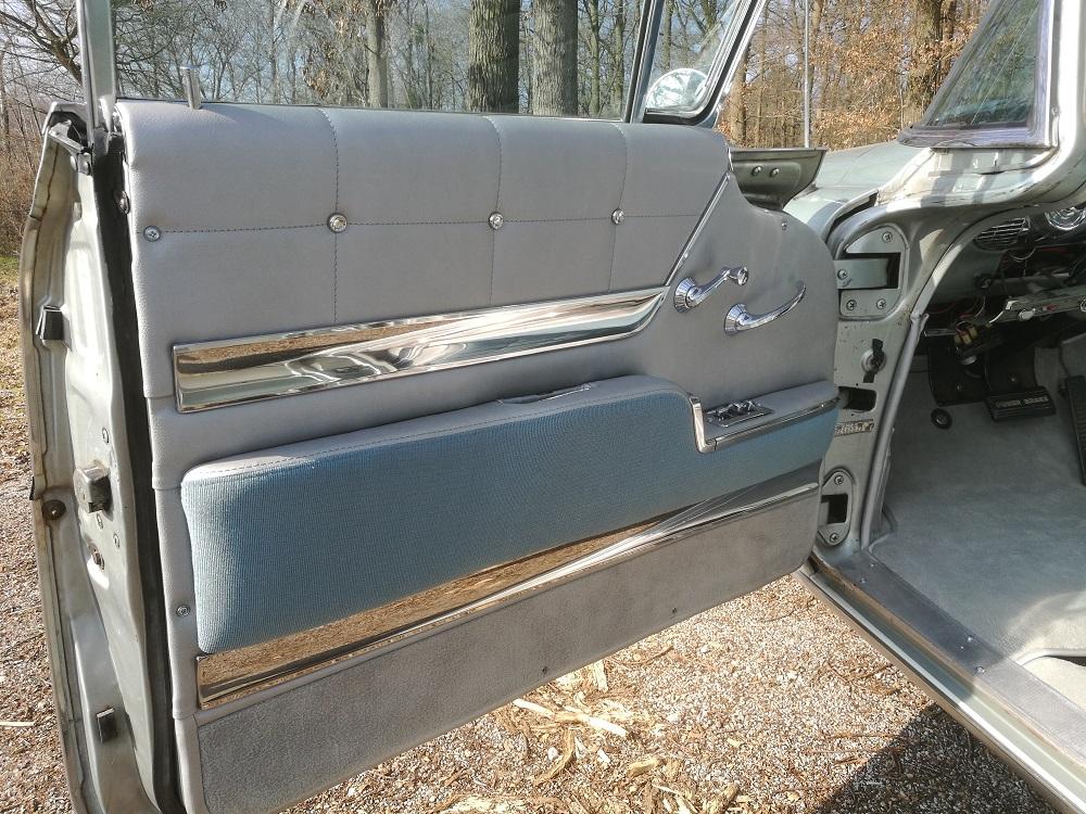 Panneau de porte avant Buick 1958 rénové par RC sellerie