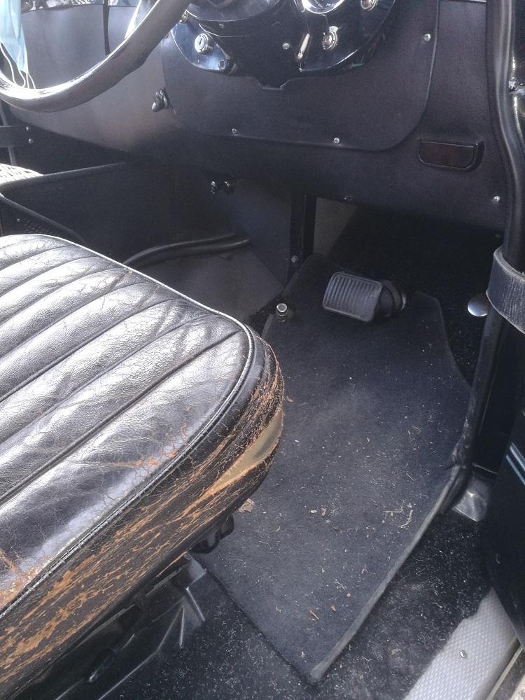 Etat du siège conducteur en cuir avant travaux de rénovation