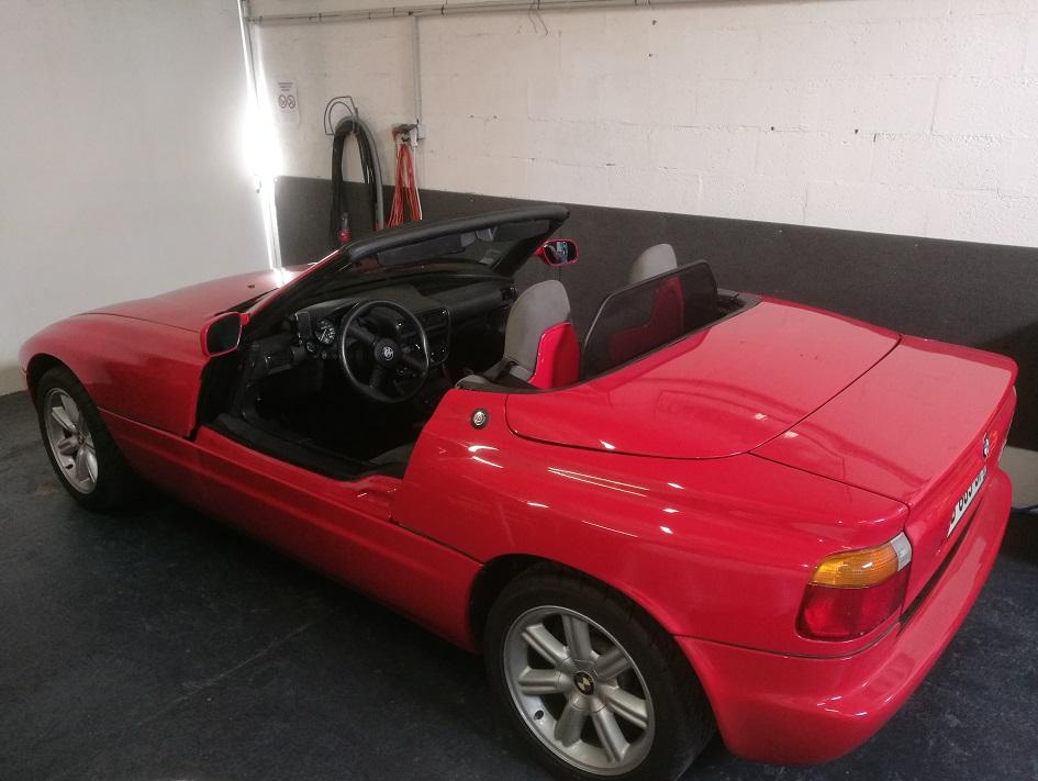 Pose d'un filet coupe vent d'un BMW Z1 par RC Sellerie