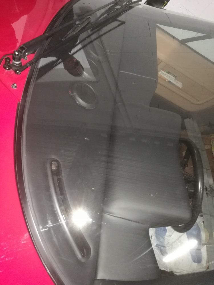 Gainage en cuir noir de la planche de bord de cette Ferrari BB512 par RC Sellerie