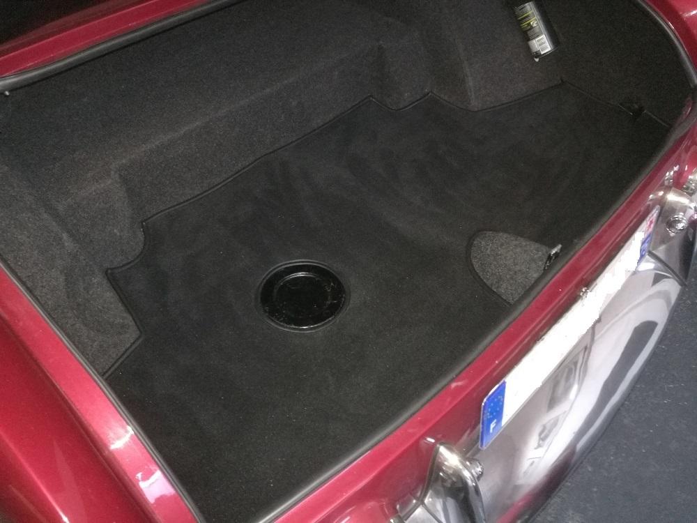 Habillage du coffre en moquette luxe par RC Sellerie sur Facel Vega III